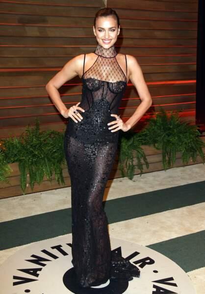 Irina Shayk fait sensation dans cette robe à bustier sexy et transparente pour la soirée de Vanity Fair après les Oscars de 2014