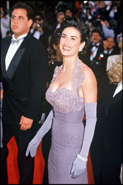 Demi Moore arbore une tenue très moulante pour les Oscars 1992