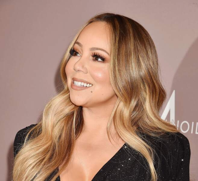 Mariah Carey, jamais sans ses faux-cils pour équilibrer son visage