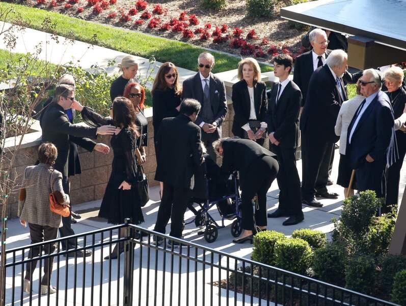 Entourée de sa belle-mère et de ses enfants, Catherine Zeta-Jones accueille les invités