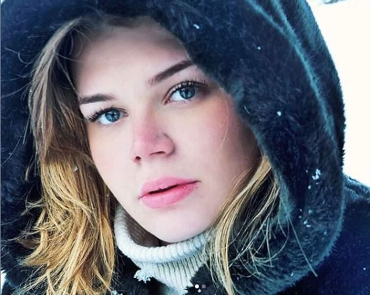 Habituée des stations de ski depuis son enfance Camille Gottlieb sait qu'en montagne nourrir sa peau est essentiel