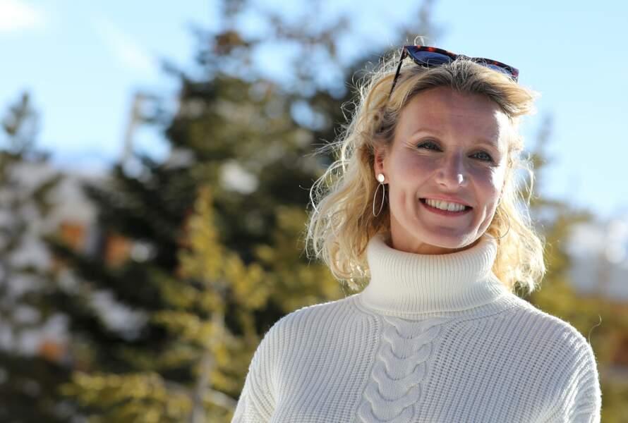 Présidente du jury du Festival International du Film de Comédie 2019, Alexandra Lamy est arrivée à l'Alpe d'Huez équipée : crème solaire, crème riche à appliquer matin et soir et lunettes de soleil