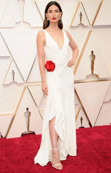 Lily Aldridge opte pour la subtilité dans une robe légèrement fendue Ralph Lauren.