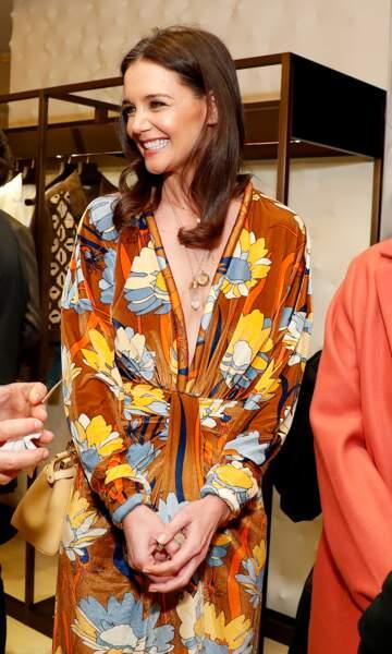 L'actrice Katie Holmes classe et lumineuse en robe fleurie Fendi.