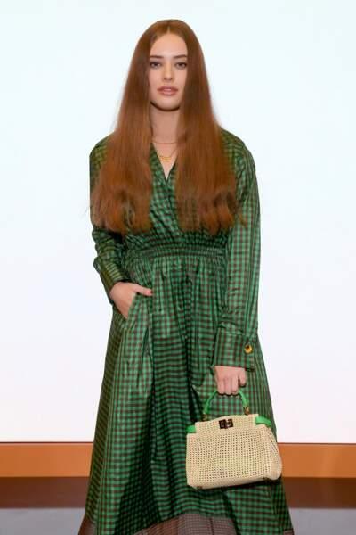Katherine Langford, actrice principale de 13 Reasons why était en robe verte et imprimé Vichy signée Fendi.