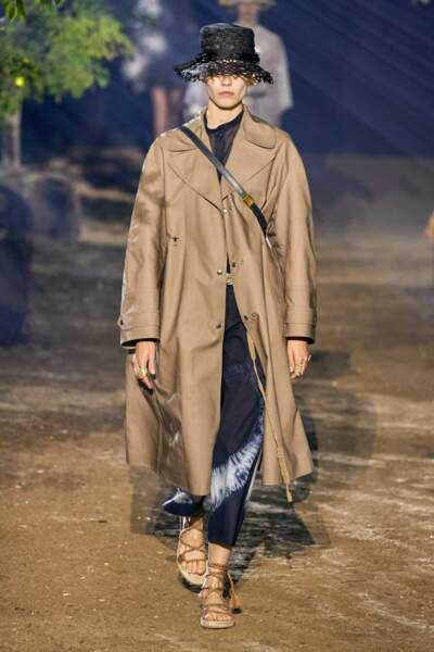 Manteau en coton contrecollé Dior Oblique beige, 1942 €, Dior.
