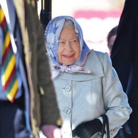 PHOTOS – Elizabeth II «contrariée» mais souriante: elle fait front après l'annonce du divorce de Peter Phillips
