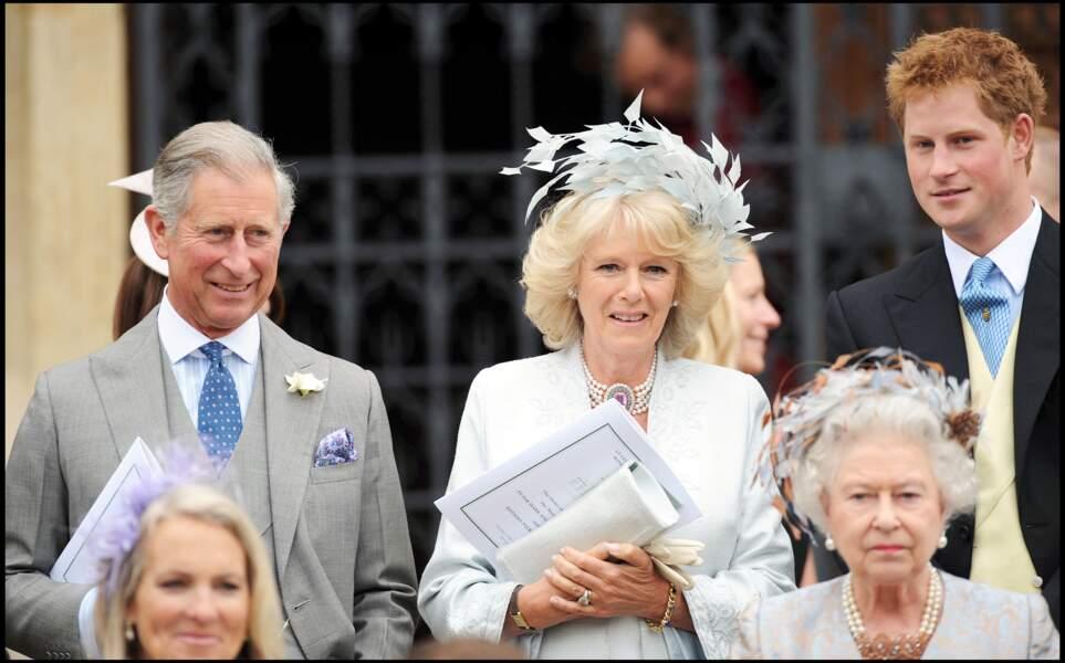 Autres invités de Peter Phillips et Autumn Kelly : le prince Charles et Camilla, mariés trois ans plus tôt, au côté du prince Harry.