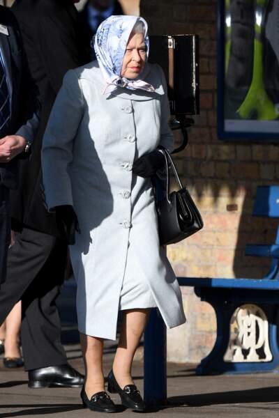 De retour de Sandringham, la reine Elizabeth II arrive à Londres.