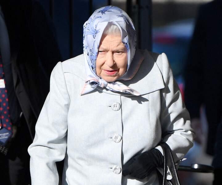 La reine Elizabeth II arrive à Londres.