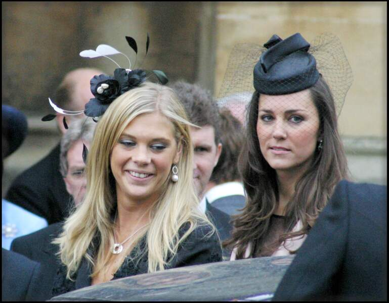 Convives beaucoup moins attendues : Chelsy Davy et Kate Middleton, petites amies des princes Harry et William.