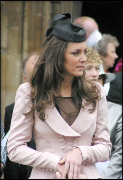 L'apparition de Kate Middleton au mariage de Peter Phillips et Autumn Kelly était plus que symbolique : elle représentait William au Kenya pour un autre mariage. Façon d'officialiser leur relation renouée après une première rupture en 2007.