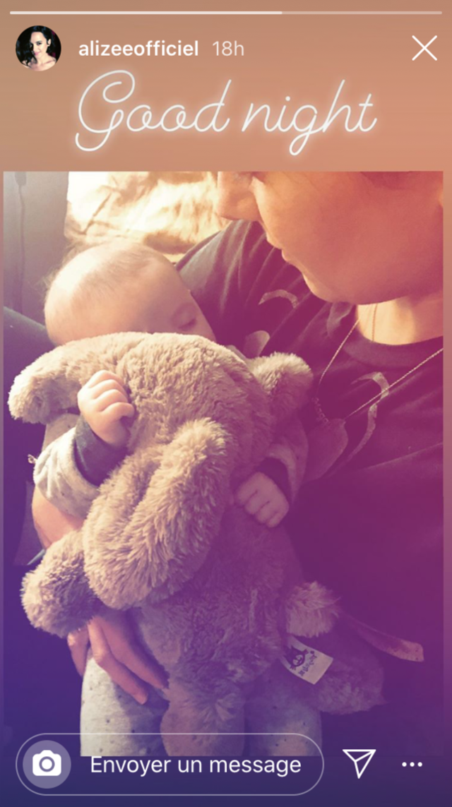 Alizée pose avec sa fille Maggy, lovée dans ses bras