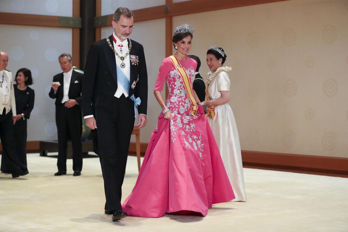 La reine Letizia et le roi Felipe VI d'Espagne au dîner en l'honneur de l'accession au trône de l'empereur Naruhito le 22 octobre 2019 à Tokyo.