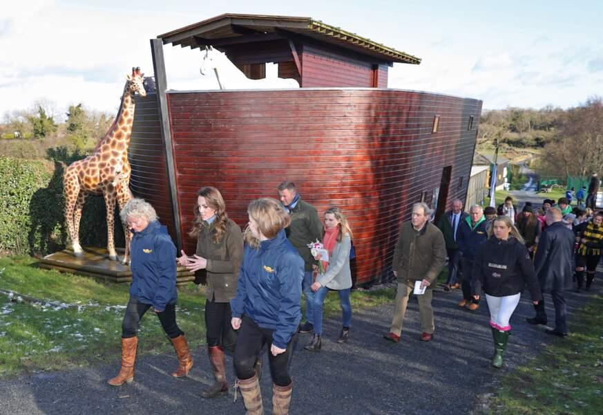 Décontractée, mais toujours élégante dans sa veste Barbour et ses bottes Penelope Chilvers, Kate Middleton a longuement visité la ferme The Open Ark.