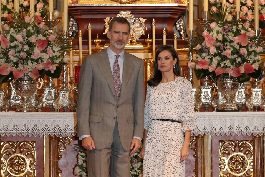 Le roi Felipe VI et la reine Letizia d'Espagne lors d'une visite de l'église Notre-Dame-de-l'Assomption à Huelva le 14 février 2020