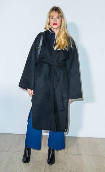 Angèle s'affichait dans une tenue tout en oversize, lors de la Fashion Week Homme à Paris, le 20 janvier 2019