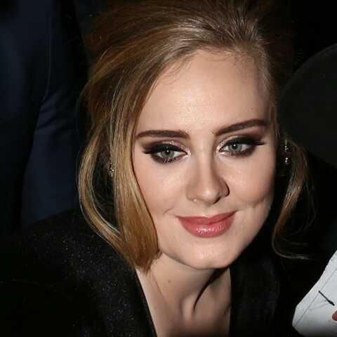 PHOTOS – Adele, amincie, affiche fièrement sa nouvelle silhouette au mariage de sa meilleure amie
