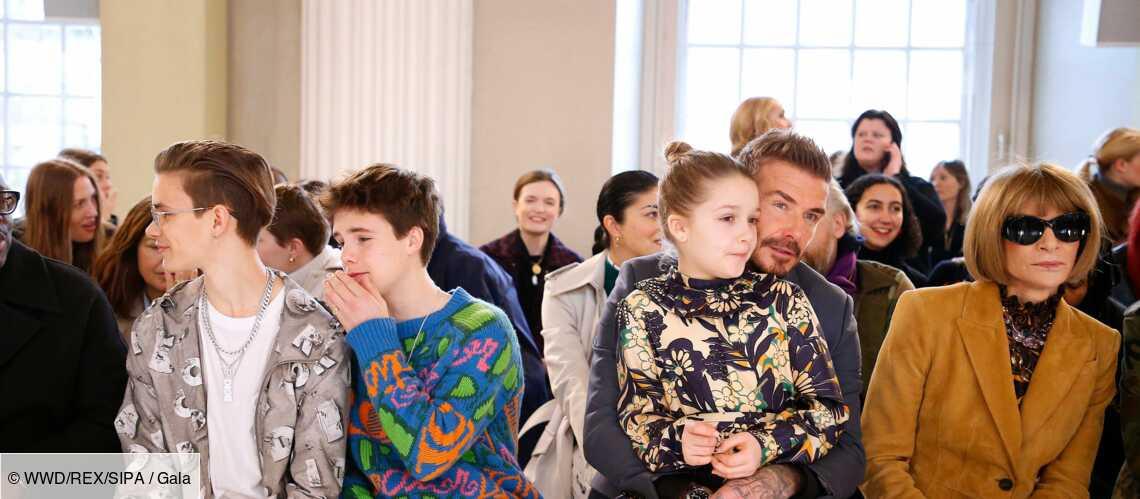 Trop chou… Harper Beckham fashionista, craquante dans une robe dessinée par sa maman Victoria - Gala