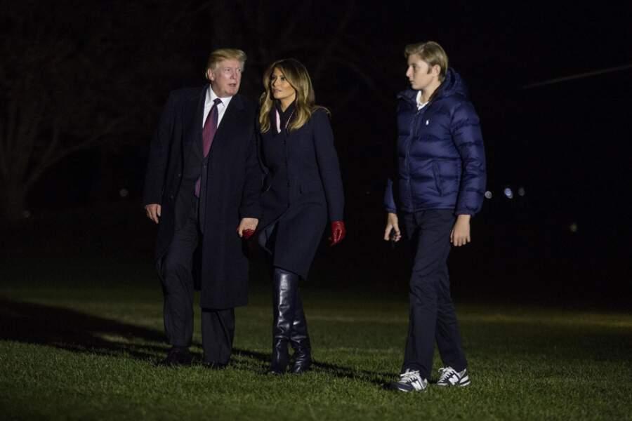 Barron Trump, sa mère et son père arrivant à la Maison Blanche le 25 novembre 2018