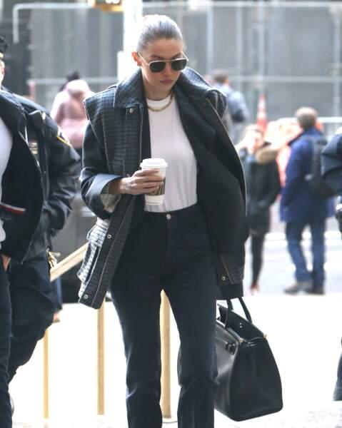 Gigi Hadid er son collier fétiche.