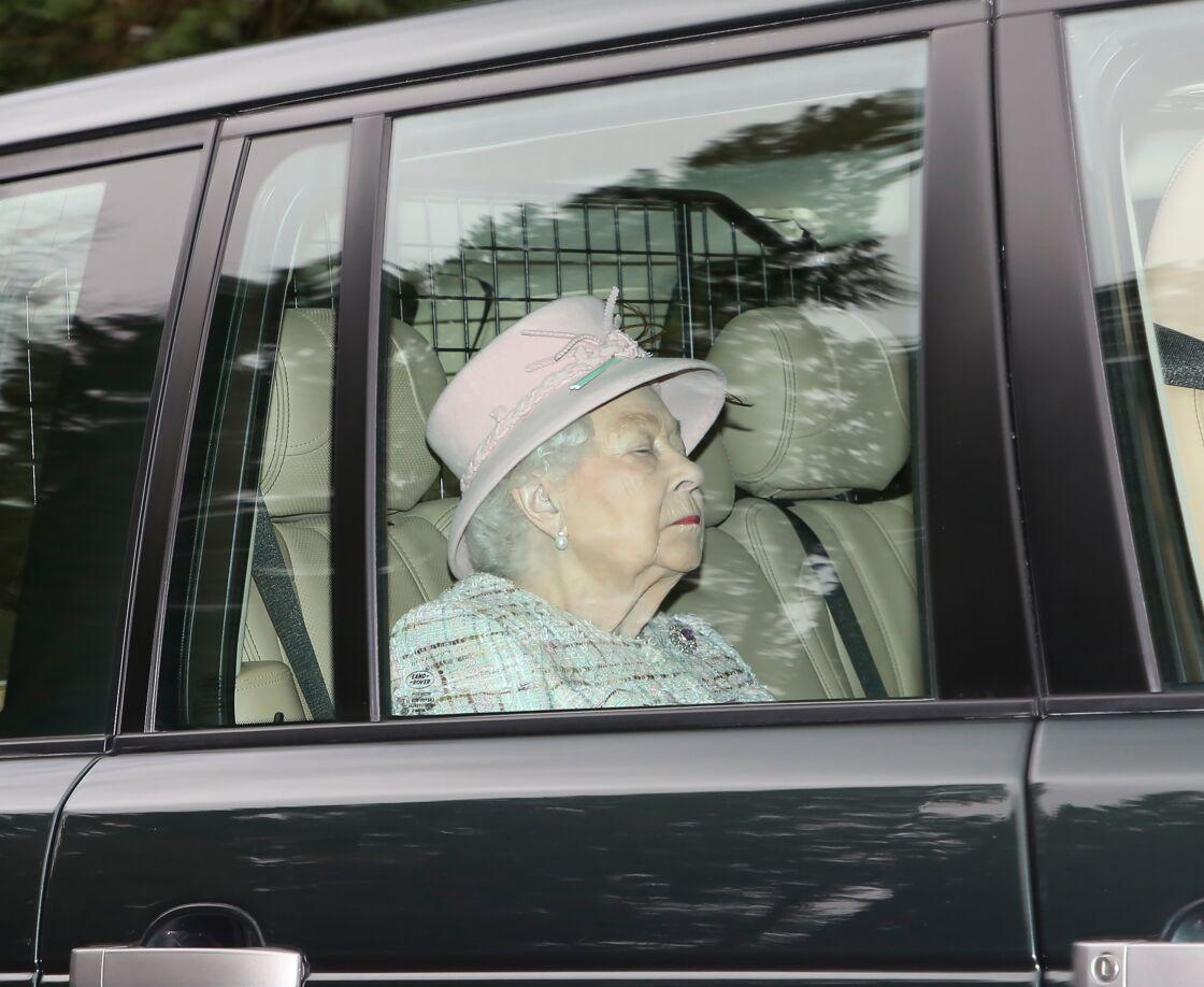 La reine Elizabeth II quitte Buckingham, à Londres, le 23 février 2020.