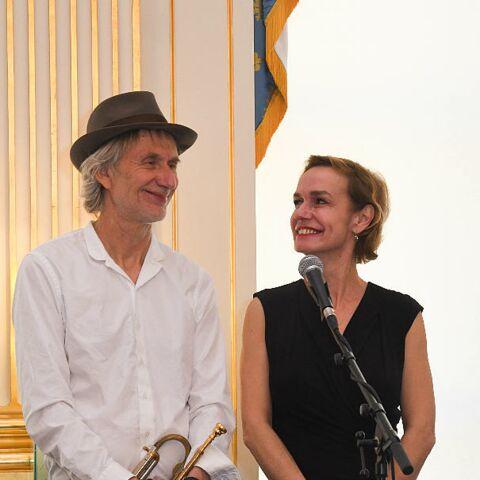 PHOTOS – Sandrine Bonnaire et son amoureux Erik Truffaz: leur numéro de charme devant un ministre