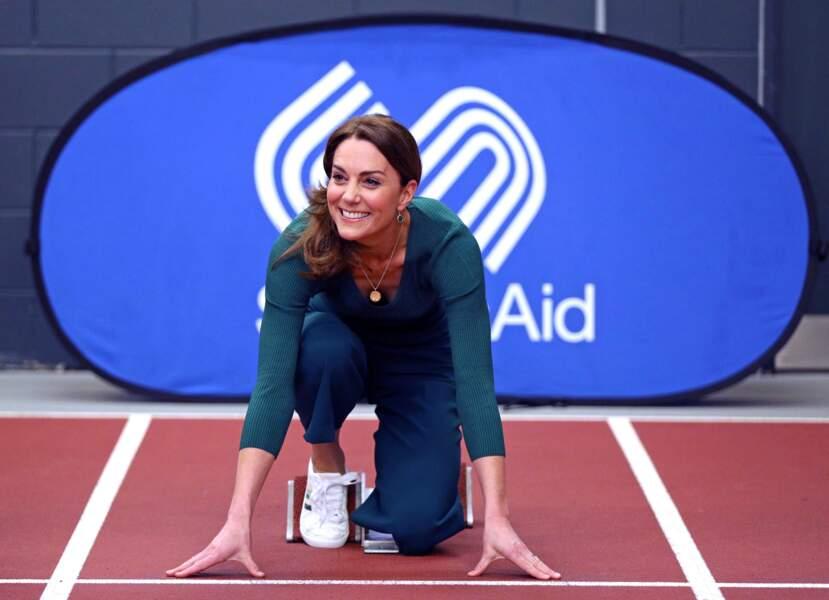 Kate Middleton dans les starting blocks au stade olympique de Londres