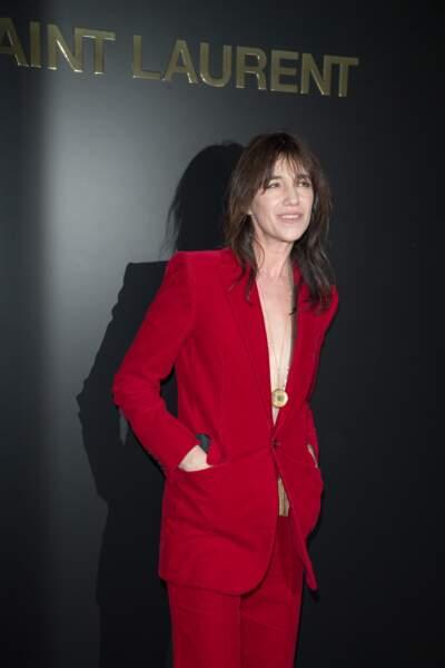 Place du Trocadéro ce 25 février, Charlotte Gainsbourg fait un sans faute avec sa tenue