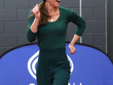 PHOTOS - Kate Middleton glamour même dans l'effort en baskets Marks & Spencer et pantalon de sport Zara