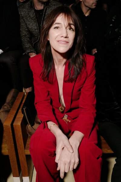 Le look de Charlotte Gainsbourg ce 25 février à Paris à des accents seventies indéniables