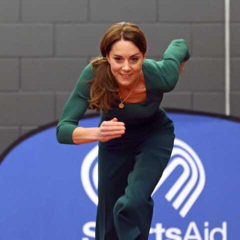 PHOTOS – Kate Middleton glamour même dans l'effort en baskets Marks&Spencer et pantalon de sport Zara