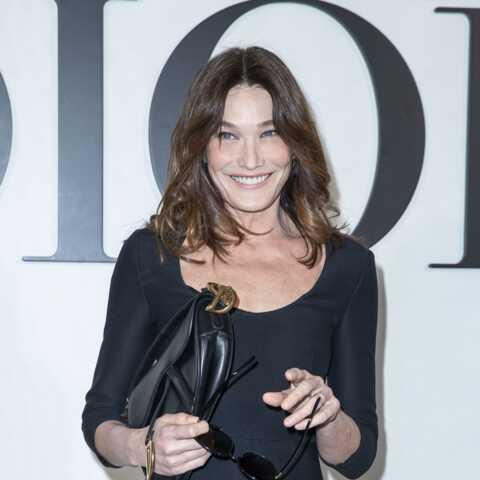 PHOTOS – Carla Bruni: sans Nicolas Sarkozy au défilé Dior, elle ose des talons vertigineux