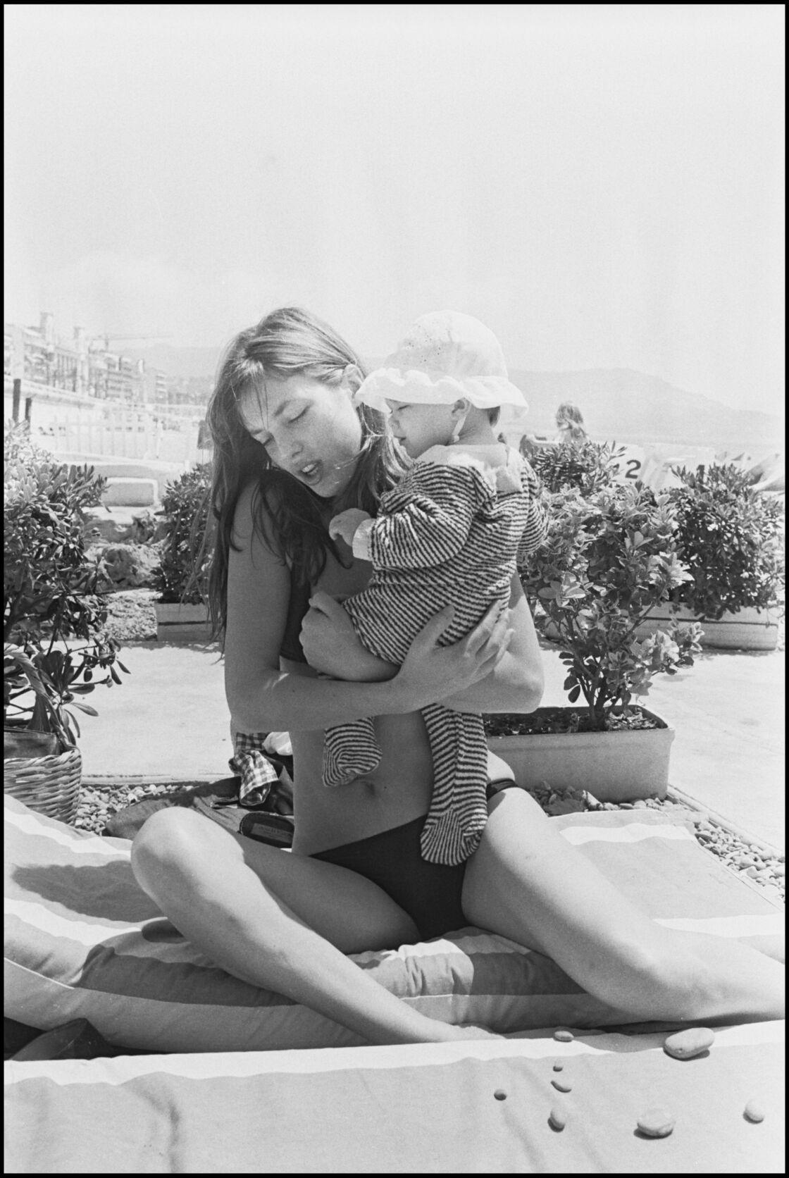 Jane Birkin et sa fille Charlotte à Nice en 1972
