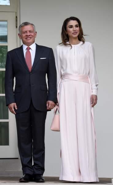 Née Al-Yassin, Rania de Jordanie est née au Koweit, mais est issue d'une famille palestinienne. Si elle ne vient pas du pays sur lequel elle règne avec le roi Abdallah II, elle y est rapidement devenue très populaire.