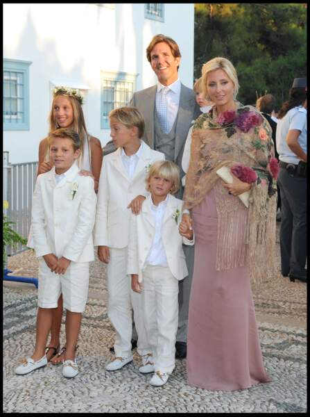 C'est en 1993, lors d'une fête à la Nouvelle-Orléans, que Marie-Chantal rencontre le prince Paul de Grèce. Les amoureux se marient à Londres le 1er juillet 1995. Une union qui suscite un véritable scandale en Grèce, où la famille du prince est interdite de séjour depuis la dictature des colonels. Marie-Chantal et Paul de Grèce ont eu cinq enfants, dont quatre garçons et une fille, qui est l'aînée.