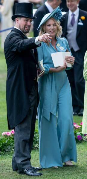 Née Kelly, Autumn Phillips est originaire du Canada. Peu avant son mariage avec Peter Phillips, premier petit-fils d'Elizabeth II, elle s'est convertie à la religion anglicane par amour.