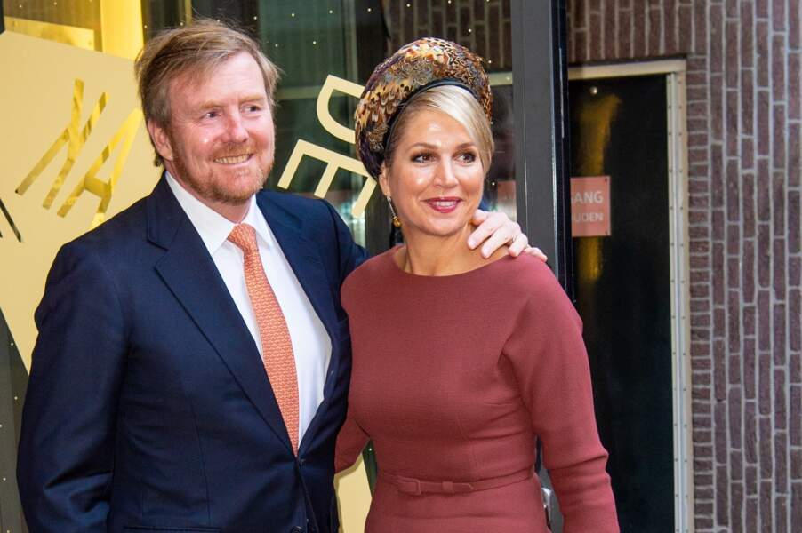 Willem-Alexander et Maxima se rencontrent en 1999, lors d'un voyage à Séville en Espagne. Malgré la tiédeur avec laquelle est accueillie leur relation, ils ne renoncent pas et se marient en 2001. Le couple a donné naissance à trois filles,  Catharina-Amalia, Alexia et Ariane des Pays-Bas.