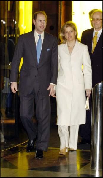 Trois ans plus tard, en 1999, Sophie Rhys-Jones épousait le prince Edward, le fils cadet de la reine Elizabeth II, et devenait comtesse de Wessex.