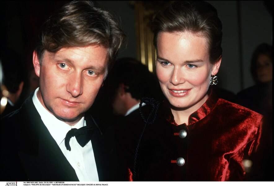 Fille d'un écuyer et d'une comtesse, Mathilde d'Udekem d'Acoz, future épouse du prince Philippe de Belgique, est sortie avec un diplôme d'orthophoniste de l'Institut libre Marie Haps. Elle a ensuite ouvert son propre cabinet au début des années 1990.