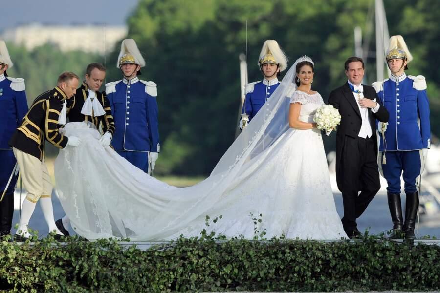 La princesse Madeleine de Suède et  Christopher O'Neill se rencontrent en 2011 à New York. Ils emménagent rapidement à Manhattan et annoncent leurs fiançailles en octobre 2012. Le couple s'est marié en 2013, a donné naissance à trois enfants et vit aujourd'hui en Floride.