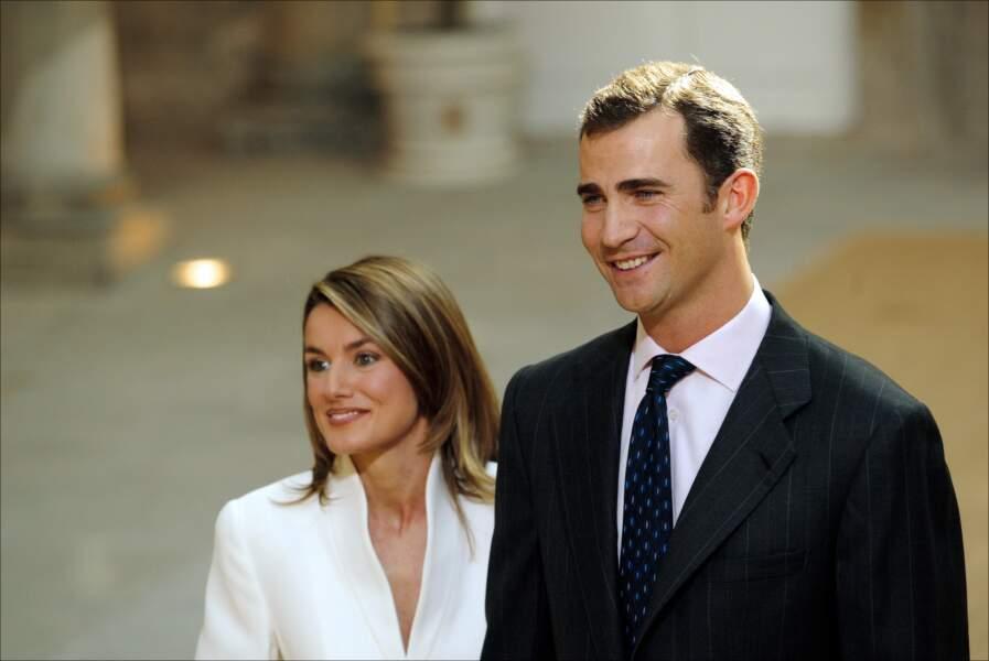 C'est lors d'un reportage dans le nord de l'Espagne, en 2002, que Letizia Ortiz a attiré l'attention du prince Felipe, épousé deux ans plus tard, en 2004. Le couple règne sur l'Espagne depuis l'abdication de Juan Carlos, en 2014.