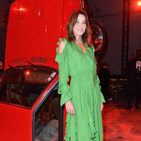 """Fière de ma fille"": Carla Bruni enthousiaste devant Bella Hadid qui défile"
