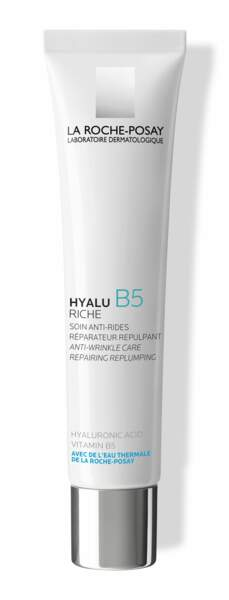 Hyalu B5 riche de La Roche Posay est le shoot d'hydratation et de confort qu'il faut pour les peaux faisant face à une double problématique : rides et sensibilité cutané.