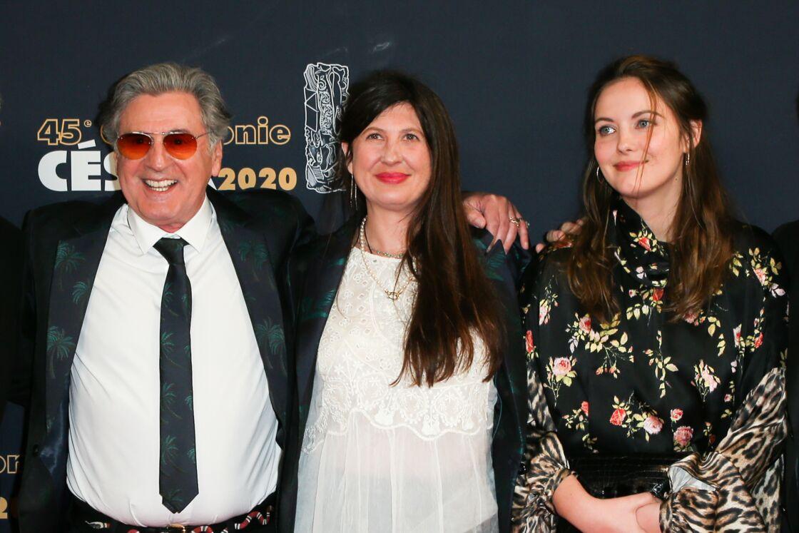 Daniel Auteuil et sa femme Aude Ambroggi avec Nelly Auteuil lors du photocall lors de la 45ème cérémonie des César à la salle Pleyel à Paris le 28 février 2020