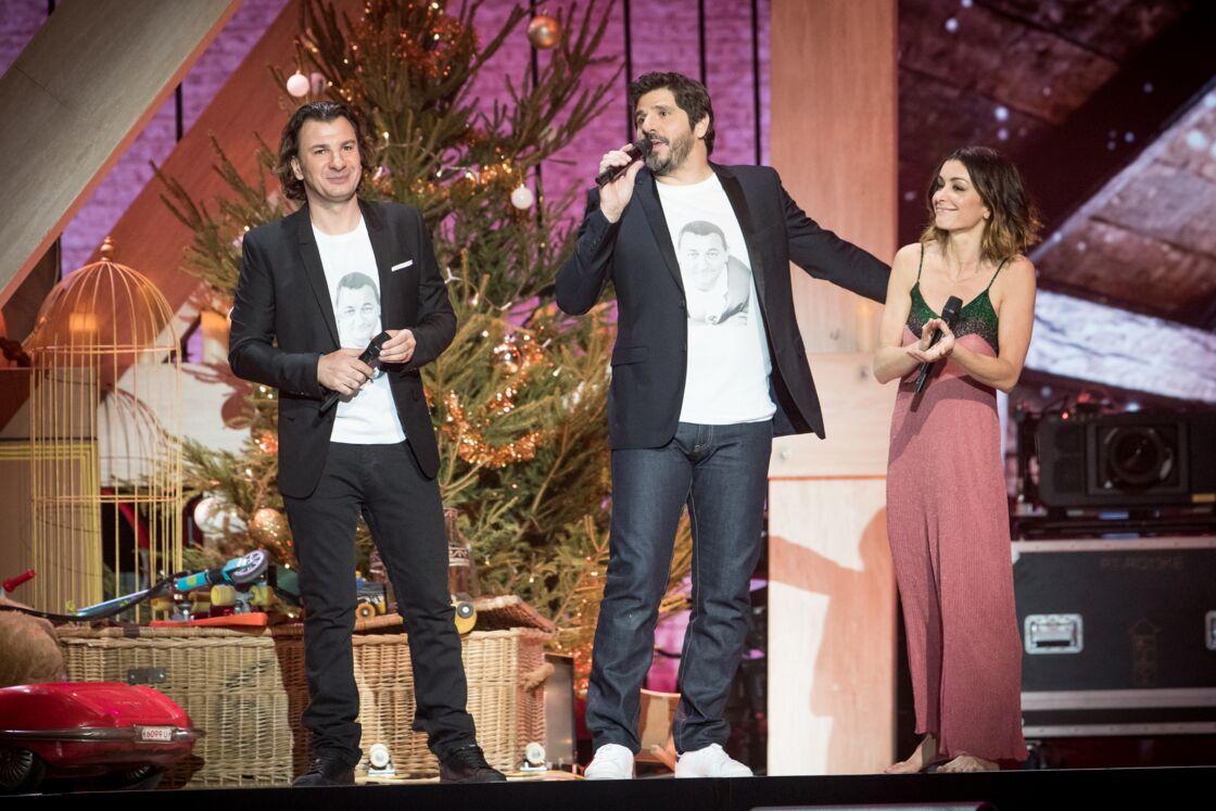 Michaël Youn sur scène, aux côtés de Patrick Fiori et Jenifer