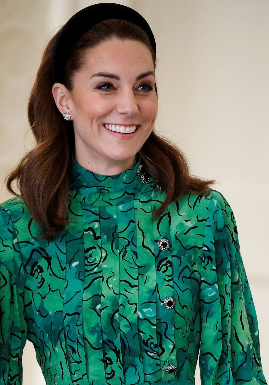 Kate Middleton porte des boucles d'oreilles de la maison royale Asprey London à plus de 19 000 €.
