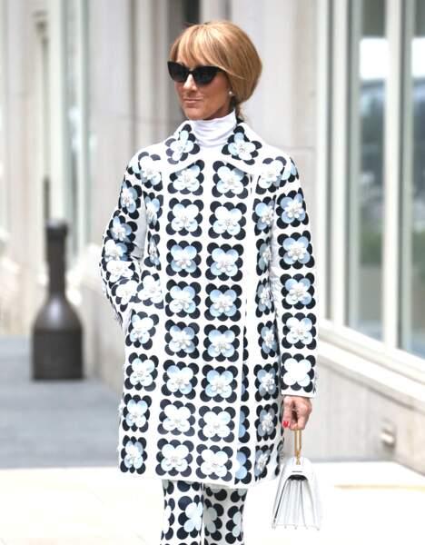 Celine Dion sort de son hôtel pour se rendre à son concert à Long Island dans l'État de New York, le 3 mars