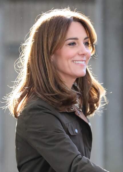 Kate Middleton avec un carré mi-long le 4 mars 2020, qui met en valeur sa couleur de cheveux miel.