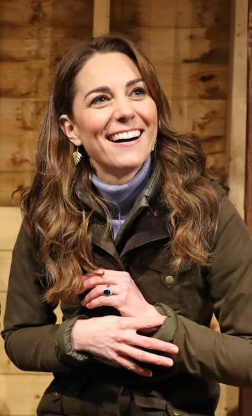 Kate Middleton avec les cheveux beaucoup plus longs et coiffés sur le côté gauche du visage le 12 février 2020.